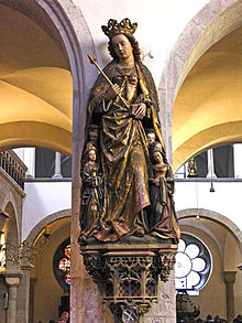 聖ウルスラ教会の守護聖女ウルスラ像